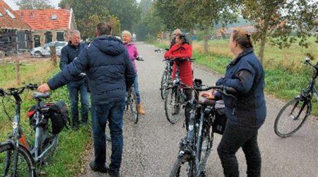 Raadsleden DFM fietsen rûntsje Tsjûkemar